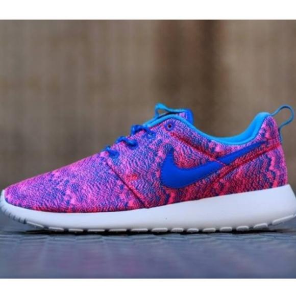 d618202b6a16 Nike  Roshe Run  GS Hyper Pink   Hyper Cobalt Blue.  M 5affbce65521bed50d9a67f6